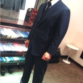 信頼感を得るための王道3ピーススーツ。