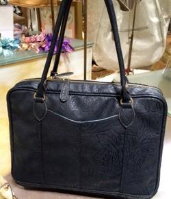 お買物代行で選んだ、女性のビジネスバッグ