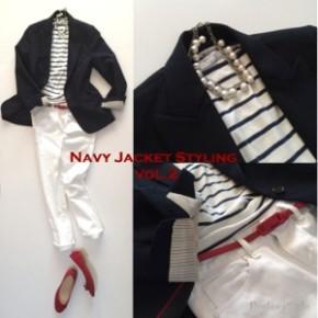 ネイビージャケット×ホワイトデニムのトリコロールコーデ。