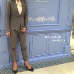 ビジネススーツ研修時の講師ファッション・グレー9分丈パンツスーツ