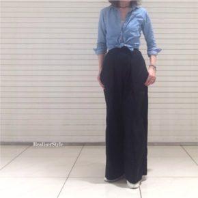 デニムシャツ×ユニクロルメールワイドパンツの大人カジュアルコーデ