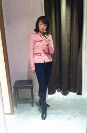 褒められピンクのツイードジャケット。